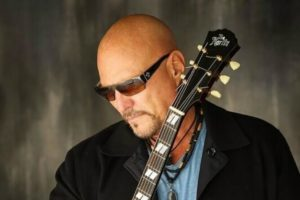 """Read more about the article SCOTT HOWARD – """"Written In The Clouds"""" Single Review!"""